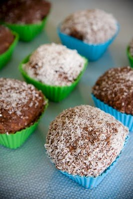 Lamington Cupcakes – Cupcake Cubes Frosted on All Sides | Cupcake ...