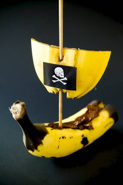 Super Simple Chocolate Banana Pirate Ships
