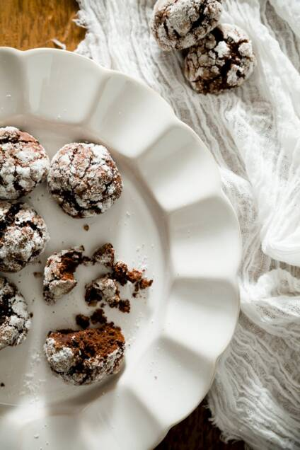 Dark Chocolate Absinthe Crinkle Cookies