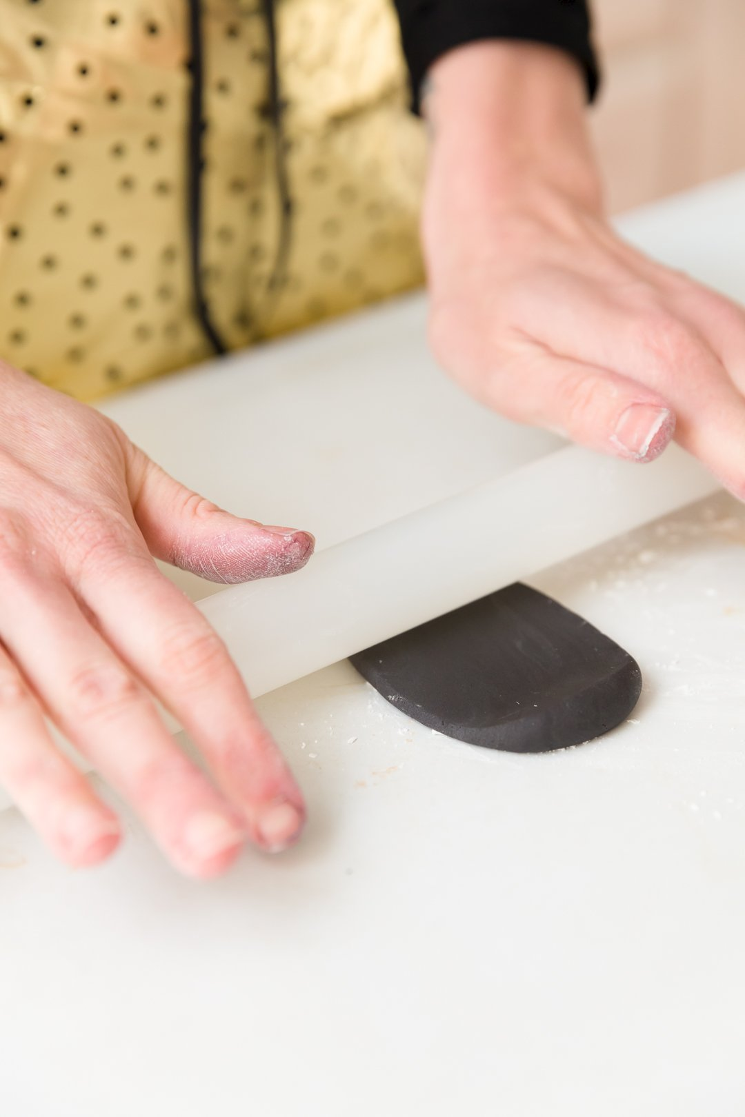 how to make black fondant out of white fondant
